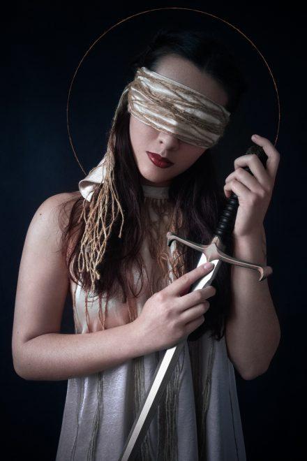 Triptyque : La martyr aux yeux bandés