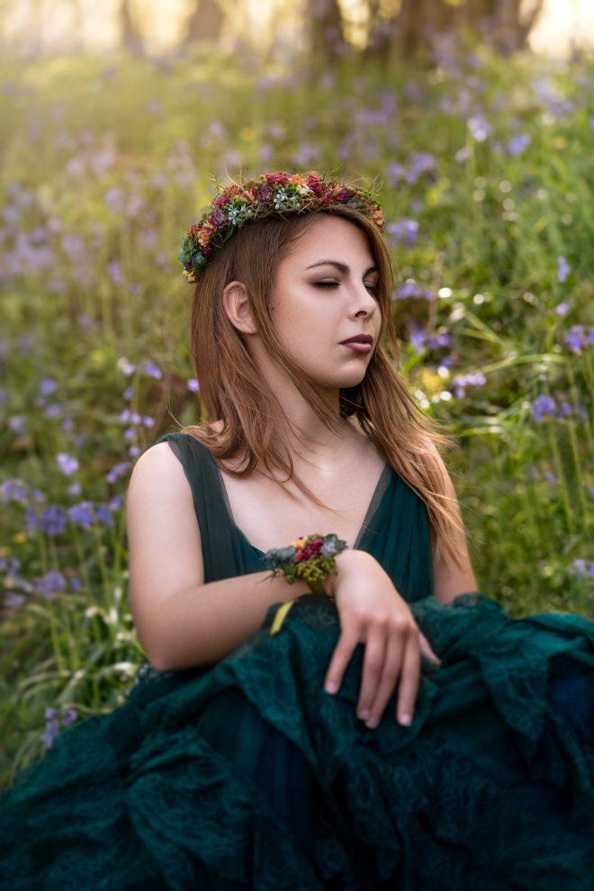 La Belle au Bois Dormant se réveille dans un sous bois de jacinthes.