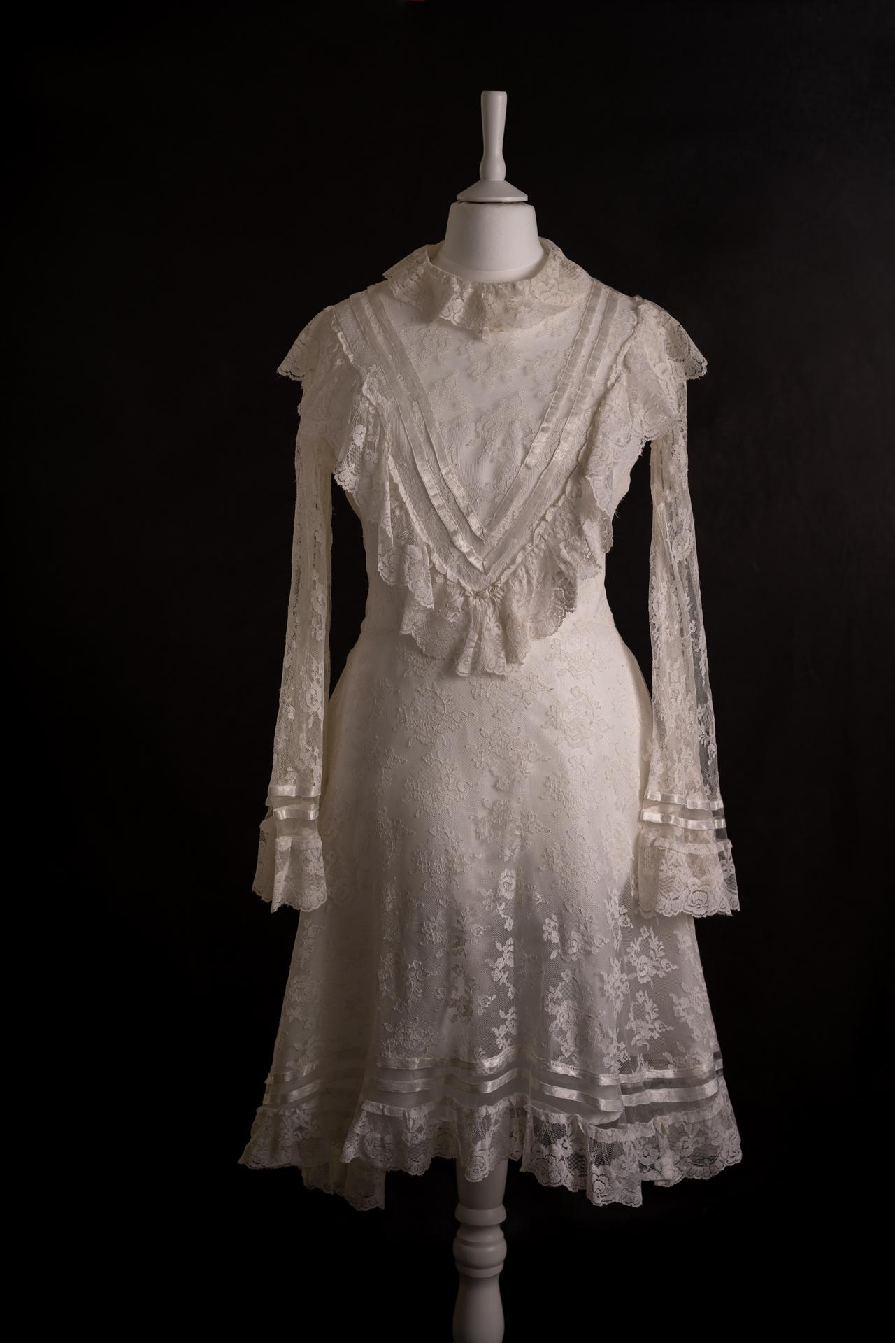 Robe vintage en dentelle blanche